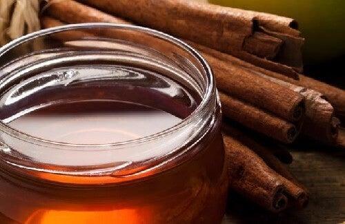 Kaneel en honing bij het tegengaan van artritispijn