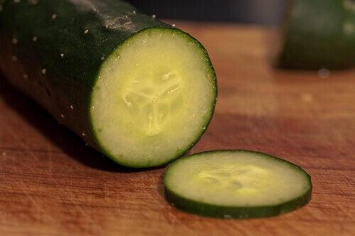Komkommer in plakjes gesneden