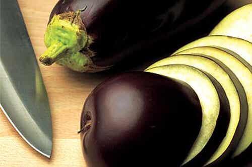 Zeg vaarwel tegen buikvet met auberginewater