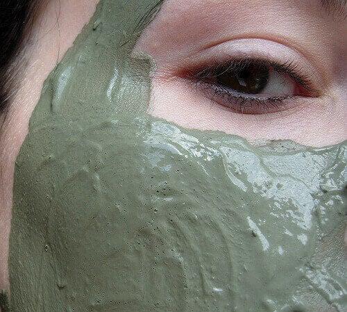 gezicht met groen masker