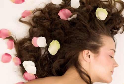 Je haar op een natuurlijke manier parfumeren