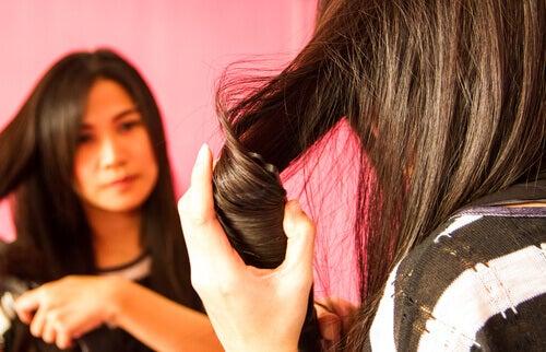 Hoe maak je je haar steil zonder het te beschadigen