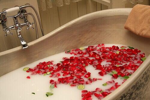 bad met blaadjes