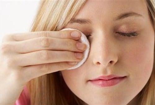 Zo maak je zelfgemaakte make-up remover