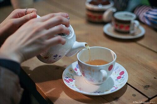 ontspannende infusies thee inschenken