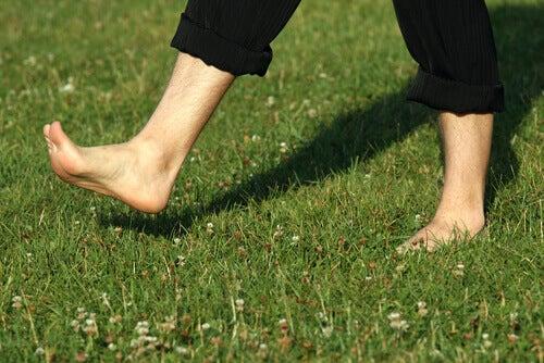 De voordelen van blote voeten