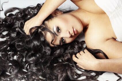 Lange krullen en mooi haar