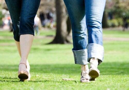 De voordelen van 's ochtends 30 minuten wandelen