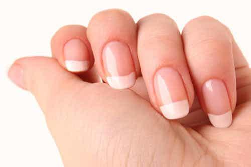 Zo maak je zelf nagelverharder voor je broze nagels