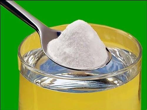 Baking soda op een lepel