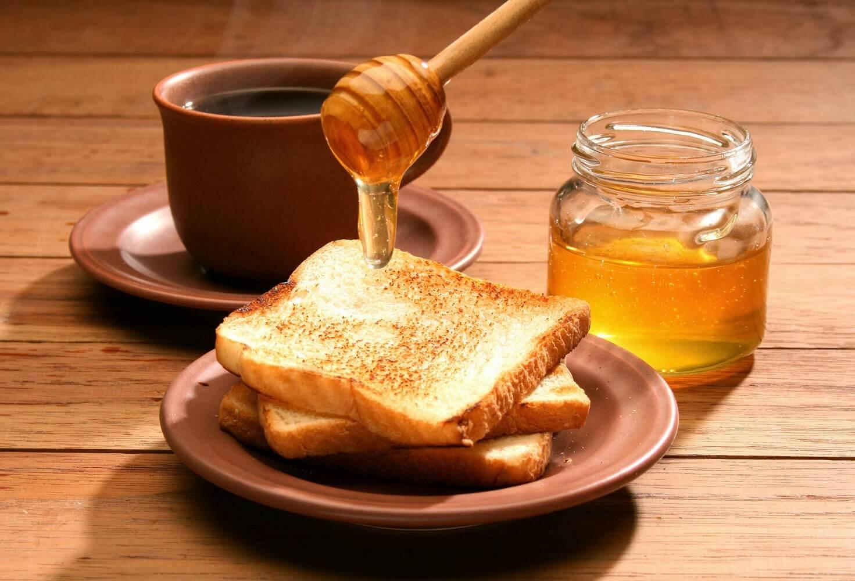 Honing als remedie tegen kroeshaar