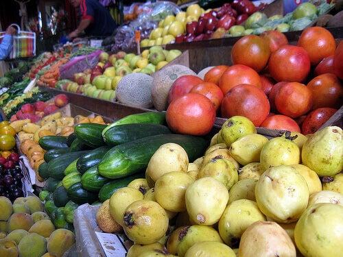 marktkraam met groente