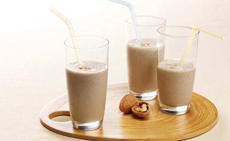 Voordelen van soorten melk zoals walnootmelk