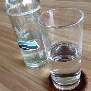 Mineraalwater in een glas