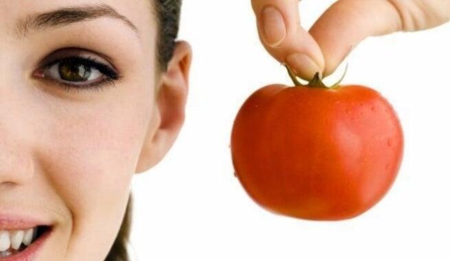 Verstevigende gezichtsmaskers met tomaten