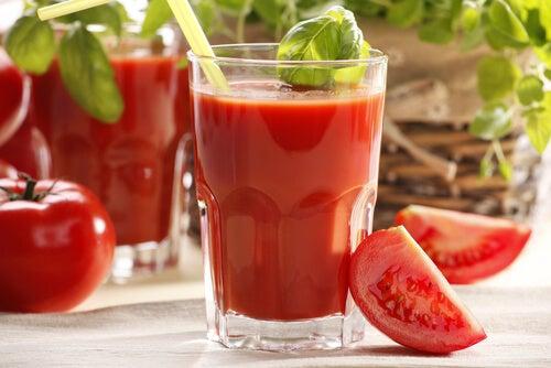 Verse tomatensap is perfect voor vrouwen