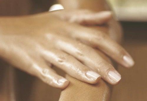 Wat veroorzaakt opgezwollen handen?