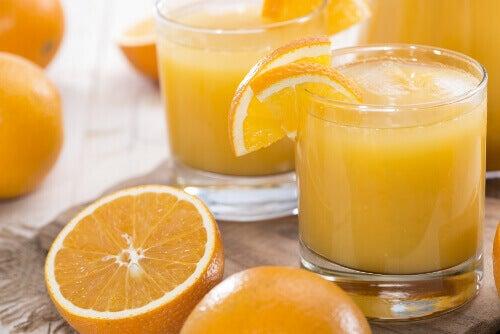 glazen sinaasappelsap