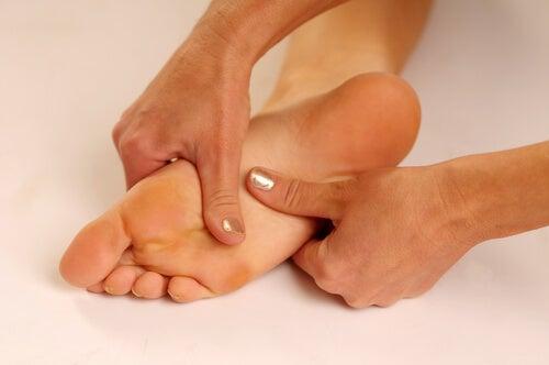 Pijn aan voetzolen bestrijden met deze tips