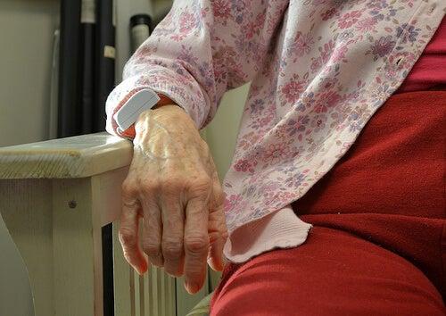 Hand van Bejaarde Vrouw