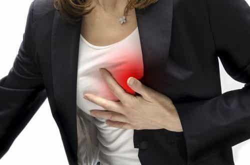 Wat te doen bij plotse pijn in de borst