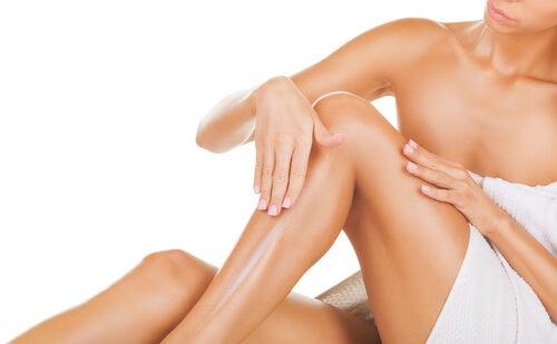 Hydrateer de huid na het ontharen met hars
