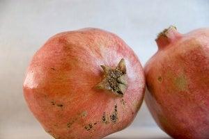 Twee granaatappels
