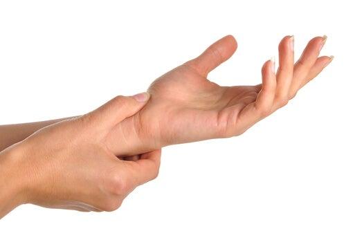 Wat veroorzaakt hand- en polspijn?