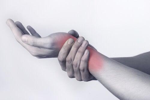 Zwelling onder de basis van de duim