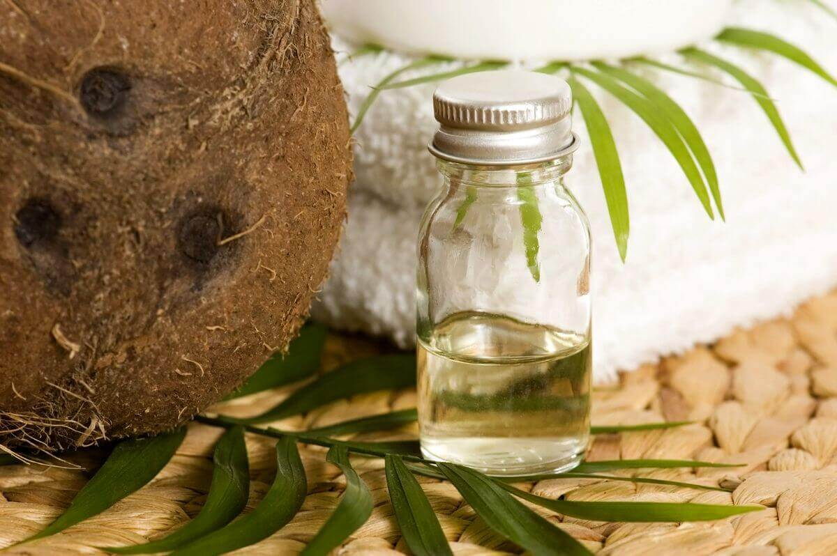 Kokosolie is een van de oliën die beschadigd haar helpen herstellen