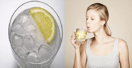 6 redenen om warm water op een lege maag te drinken