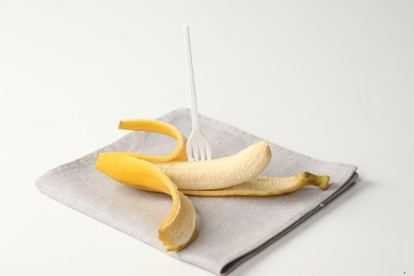De banaan is goed fruit voor een plattere buik
