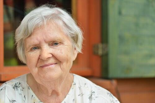 Vrouw met grijze haren
