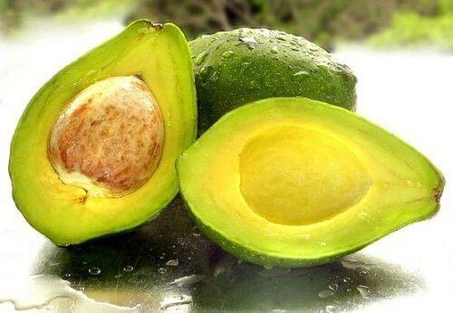 Opengesneden avocado