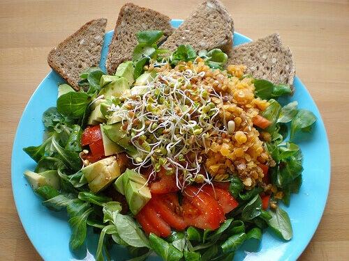Salade met Mais, Avocado en Tomaat