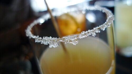 Suiker als decoratie om een glas