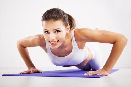 Spierversterkende oefeningen voor slappe bovenarmen