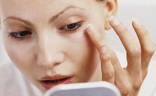 Schoonheidstips voor een dunner ogend gezicht