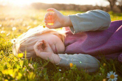 Meisje in het Gras