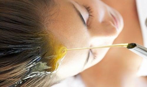 Amandelolie voor in het haar