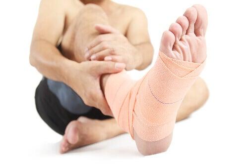 Gezwollen enkels of voeten door letsel