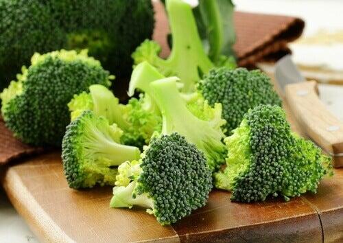 Consumeer meer vezelrijke voedingsstoffen zoals broccoli