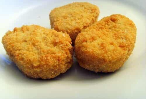 Waar zijn kipnuggets echt van gemaakt?