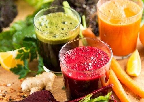 Drink verse sapjes en smoothies om constipatie te verhelpen