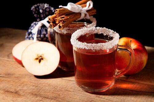 Thee met appel en kaneel