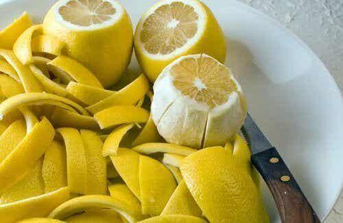 Verlicht gewrichtspijn met citroenschil