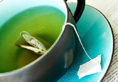 Groene thee in een kop