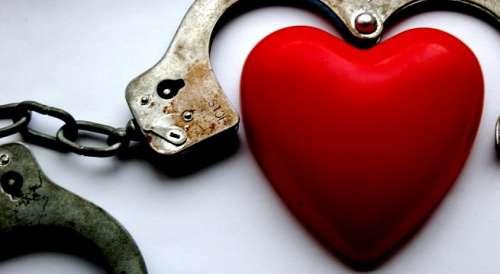 Hart en Handboeien