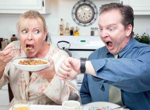 Het ontbijt overslaan veroorzaakt gewichtstoename