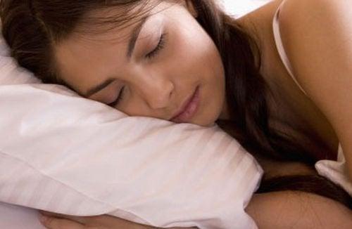 Rust is een van de natuurlijke middelen tegen keelontsteking